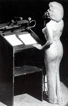 Marilyn Monroe canta el Happy Birthday a Kennedy