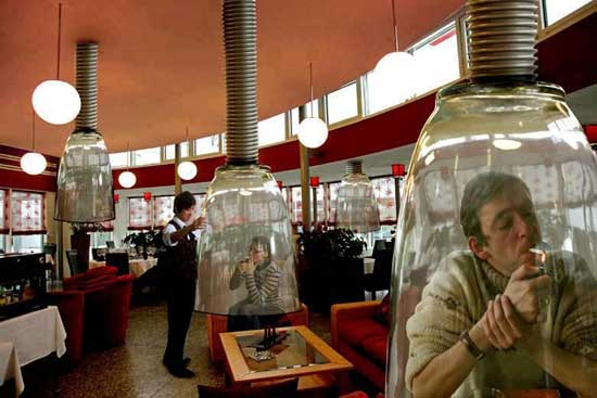 zona fumadores en Japón con Photoshop
