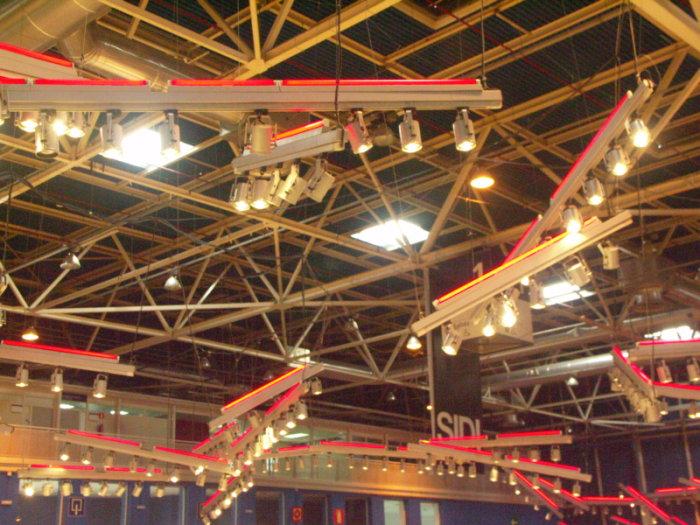 Focos colgados del techo