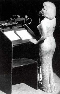 Marilyn Monroe canta el Happy Birthday a Kennedy
