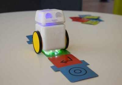 Este lindo robot enseñará a tu hijo de 3 años a codificar